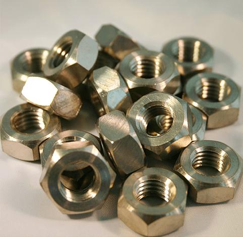 Titan-Muttern DIN 934